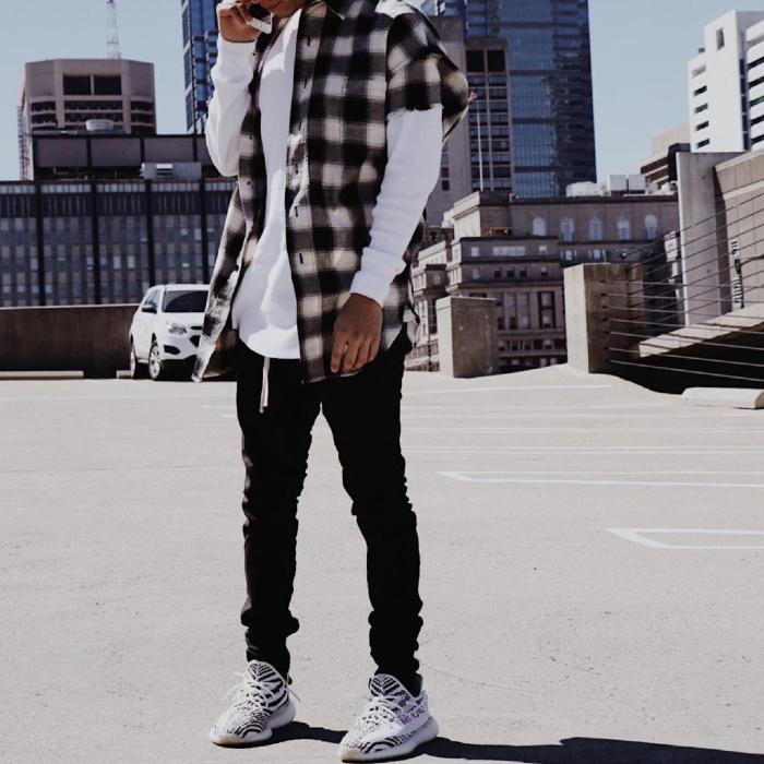 Cách phối giày Yeezy 350 V2 với quần jeans và áo bomber jacket