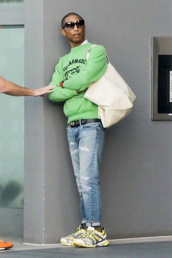 giày Balenciaga Track 3.0 phối cùng quần jeans