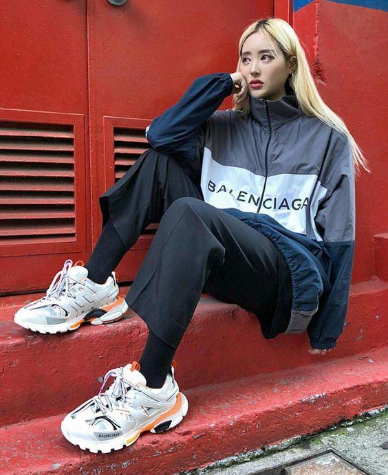 giày Balenciaga Track 3.0 phối cùng quần ống suông