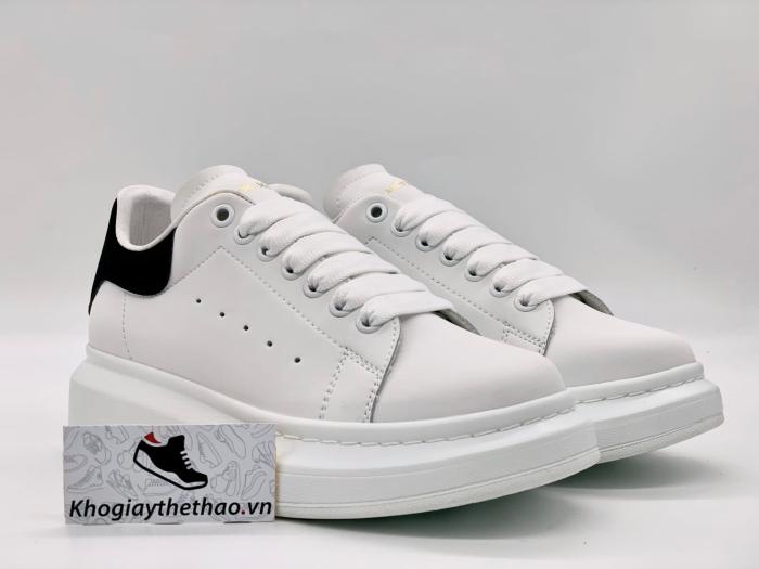 phân biệt giày mcqueen real và fake