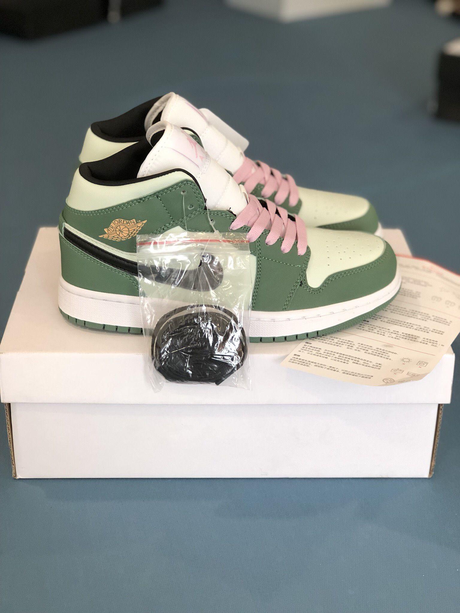 Nike Air Jordan 1 Mid Dutch Green 11