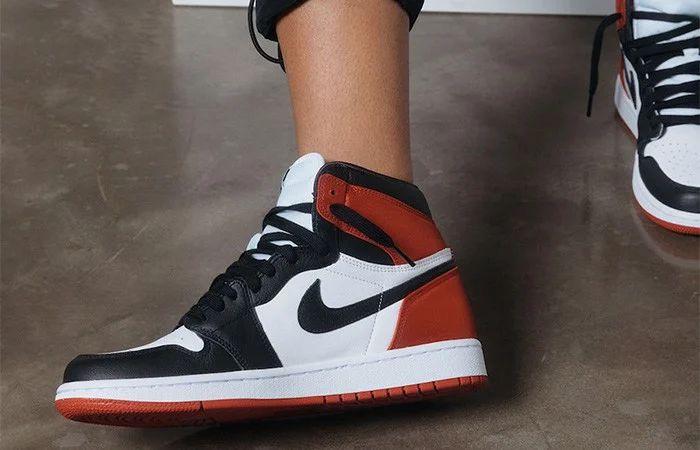 Giày Nike Air Jordan 1 Retro 'Black Toe'
